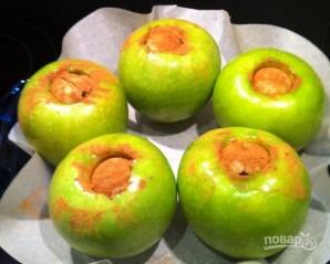 Яблочки, печенные с медом и орехами - фото шаг 5