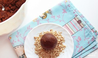 """Пирожное """"Картошка"""" с шоколадным маслом - фото шаг 3"""