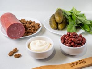 Салат с фасолью, сухариками и колбасой - фото шаг 1