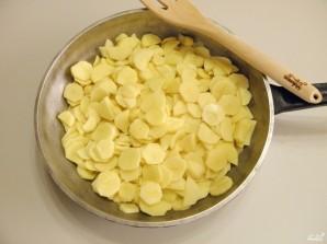 Картошка с шампиньонами на сковороде - фото шаг 4