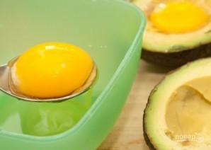 Авокадо с яйцом в духовке - фото шаг 4