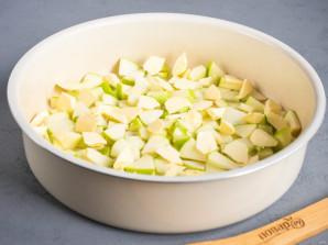 Шарлотка на сливочном масле с яблоками - фото шаг 3