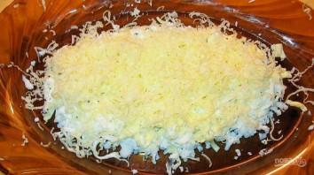 """Салат """"Мимоза"""" с консервой и сливочным маслом - фото шаг 2"""