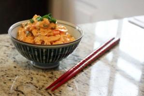 Простой салат из крабовых палочек - фото шаг 5
