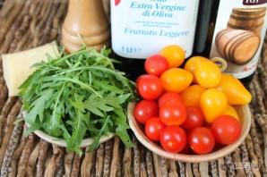Салат из рукколы с помидорами черри и пармезаном - фото шаг 1
