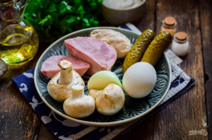 Салат с грибами, курицей и ветчиной - фото шаг 1