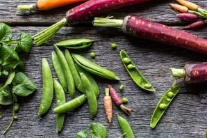 Салат с морковкой и сухариками - фото шаг 2
