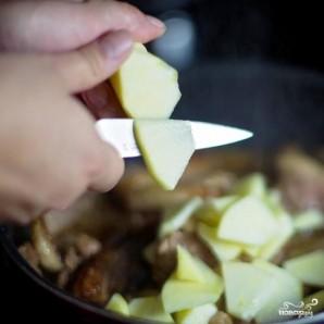 Тушеное мясо утки с яблоками - фото шаг 8