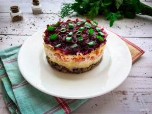 Салат со свеклой и шпротами - фото шаг 10
