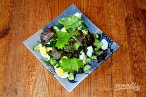 Салат с яйцом, огурцом, зеленым луком и сметаной - фото шаг 5