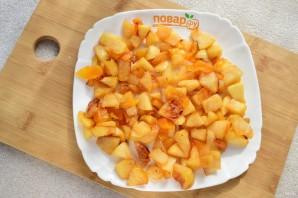 Шарлотка с курагой и яблоками - фото шаг 5