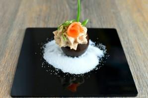 Черные яйца, фаршированные тунцом и икрой трески - фото шаг 4
