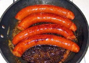 Жареная колбаса с картофелем  - фото шаг 7