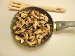 Картошка с шампиньонами на сковороде - фото шаг 2