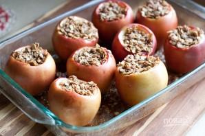 Запеченные яблоки с овсяными хлопьями - фото шаг 7