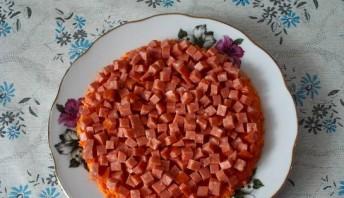 Салат с копченой колбасой и морковью - фото шаг 2