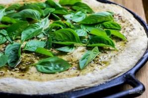 Сырная пицца с чесночным маслом - фото шаг 6