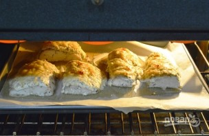 Треска под сметанным соусом в духовке - фото шаг 6
