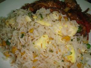 Рис с яйцом и овощами - фото шаг 7
