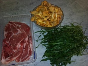 Салат из жареных лисичек - фото шаг 1