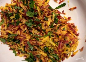 Салат с морковью и кедровыми орешками - фото шаг 10