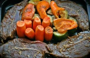 Телятина в духовке с овощами - фото шаг 3