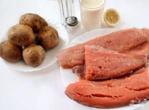 Горбуша с картофелем в духовке - фото шаг 1
