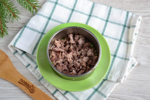 Мясной салат с орехами - фото шаг 2