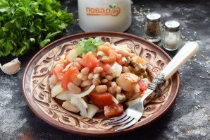 Салат с фасолью и морепродуктами