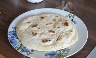 Лепешки на сковороде без дрожжей - фото шаг 4