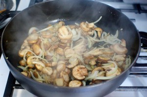 Грибы, запеченные с макаронами - фото шаг 2