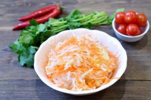 Дайкон с морковью и яблоком - фото шаг 5