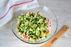 Крабовый салат с колбасой - фото шаг 5