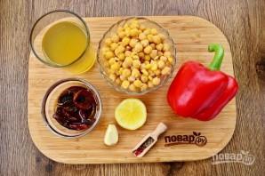 Хумус с запеченным перцем и вялеными томатами - фото шаг 1