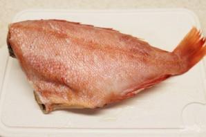 Морской окунь, запеченный в духовке с овощами - фото шаг 1
