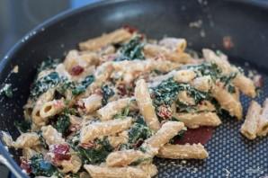 Паста с лососем и шпинатом - фото шаг 4