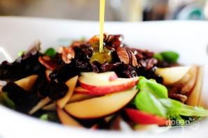 Салат с яблоком, голубым сыром и орехами - фото шаг 7