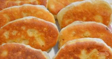 Жареные пирожки с капустой на кислом молоке  - фото шаг 8