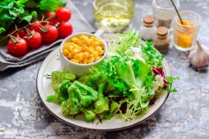 Салат с брокколи и кукурузой - фото шаг 1