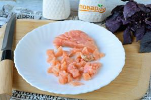 Брускетты с рыбой и авокадо - фото шаг 7