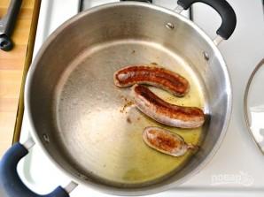 Макароны с сосисками и грибами в томатном соусе - фото шаг 1