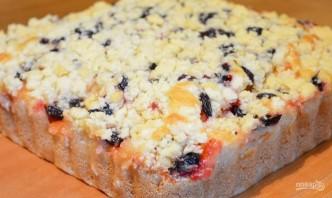 Пирог на кефире (или кислом молоке) с ягодами - фото шаг 5