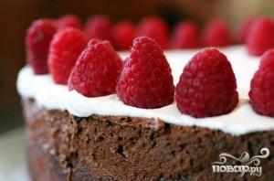 Двойной шоколадный торт с малиной - фото шаг 5