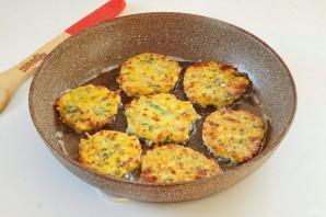 Пикантные тыквенные оладьи с сыром - фото шаг 6