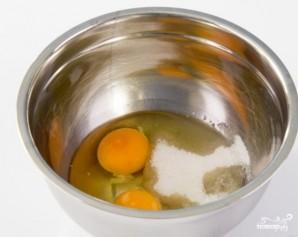 Пышные оладьи на кислом молоке без дрожжей - фото шаг 2