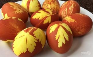 Простая покраска пасхальных яиц - фото шаг 6