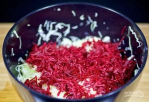 Салат из свеклы и капусты - фото шаг 2