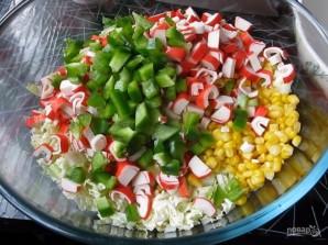 Салат из крабовых палочек и капусты с укропом - фото шаг 3