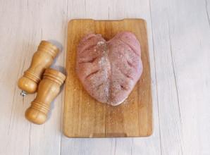 Куриная грудка на кости в духовке - фото шаг 3