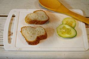 Бутерброды с треской и огурцами - фото шаг 3